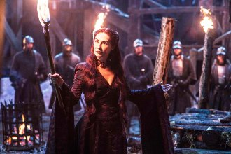 GoT-Melisandre-with-torch-768x512